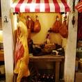 お肉屋さん★屋台や豊富な食材が並びとっても賑やか♪おいしいお酒で陽気な気分にさせてくれます♪ 今宵はどなたとお楽しみになりますか?