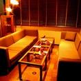 【完全個室 ソファ】5階の奥にあるガラス扉で出入りする完全個室。人気のため、お早めのご予約がお勧め。