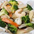 料理メニュー写真エビ、ホタテ、イカとブロッコリ炒め