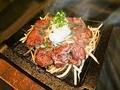 料理メニュー写真牛サガリ鉄板おろしぶっかけ/照焼きハンバーグ
