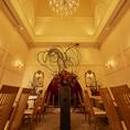 【レストランフロア】シャンデリア煌めく洗練されたレストランフロアは貸切やウェディング二次会にもピッタリの空間です。照明も細かく設定出来ます。