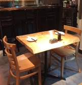 2名様用テーブル席。デートや接待にもオススメ♪
