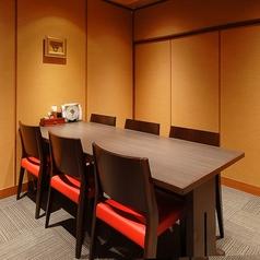 お集まりに応じて、少人数から大人数までご利用いただけます。※イス席仕様となっております。※店舗により部屋の配置・席数が異なる場合がございます