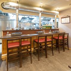 一人焼肉やご友人、カップルと食事にもおすすめ♪カウンター席は全6席ご用意しております◎