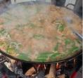 材料を煮込んだら塩で味付けをして、サフラン・パプリカ..(極秘レシピの為ここまでですm(__)m)を入れて味付けをし、お米を入れてじっくり炊き上げる!