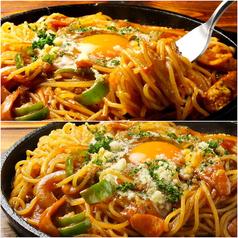 【鉄板ナポリタン】麺2・卵2個まで無料!!ランチタイム990円!ディナー850円(抜)!お一人様から大歓迎♪