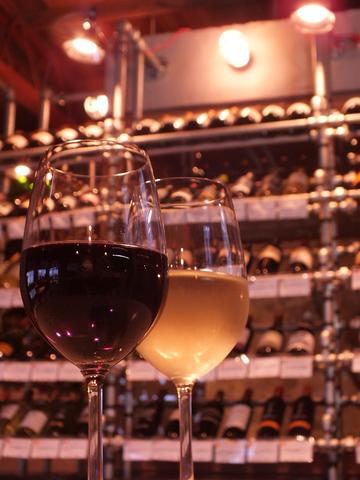 ワイン100種類&ワインに合うおつまみをそろえた大人の隠れ家バー【3RiSE】