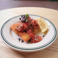 料理メニュー写真アジフライ フレッシュトマトとパクチーのソース