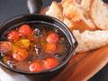 料理メニュー写真馬すじと熊本産トマトのアヒージョ