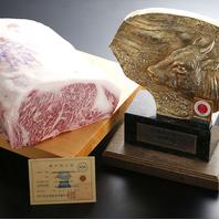 神戸牛のステーキをはじめ絶品お肉が食べられる