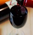 【こぼれるほどに注ぐグラスワイン】グラスからこぼれるギリギリのとろまで注ぐワイン♪種類も豊富にそろえているので、いろいろな種類を飲み比べしたい人はグラスワインもお勧めです♪≪500円(税抜)×5種/600円(税抜)×1種/680円(税抜)×1種/700円(税抜)×2種≫