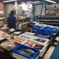 海鮮は店主が毎日市場で厳選して仕入れ