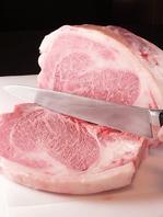 霜降り黒毛和牛のステーキ