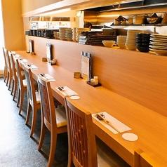 【1階】仕事帰りの一杯やおひとり様も大歓迎。料理人との会話も楽しめます。