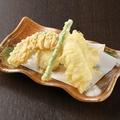 料理メニュー写真穴子と季節野菜の天ぷら