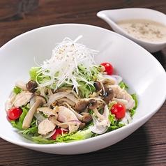 料理メニュー写真若鳥とキノコの温サラダ