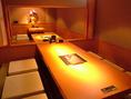 大切なお客様をもてなすのに最適なふぐ料理。ビジネスシーンにも活躍するフグ専門店【ふく家】。落ち着いた空間の店内は個室/お座敷席など多数ご用意しております。最大26名様までのご宴席が可能です。
