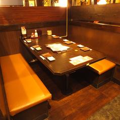 テーブル席も多数ご用意!人数に応じてご案内可能です★デートや友人同士、様々なシーンに対応できます♪