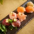 料理メニュー写真肉&魚の手まり寿司
