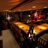 入口前のカウンター席は本能寺の地獄の間と呼ばれ、厨房には織田家の家紋、御席の端には織田信長がお客様のご出陣を祝福してくれます。