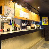 横並びのカウンターは9席。目の前で揚げた天ぷらをそのまま提供、アツアツな状態でお召し上がり頂けます。
