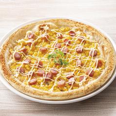 たっぷりコーンとソーセージのピザ