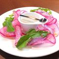 料理メニュー写真季節のサラダ菜園仕立て アンチョビクリームソース