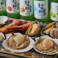 当店では新鮮な貝類の浜焼きをお楽しみいただけます!赤海老・播磨灘産牡蠣・蛤・パーナ貝・ウチムラサキ貝・干物を卓上のコンロで焼ける大衆酒場です!浜焼きと相性抜群のチャミスル・JINROで乾杯!