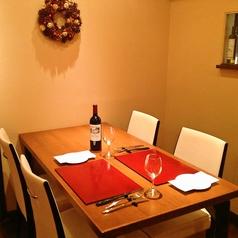 【ディナータイム】4名様掛けのテーブル席です。