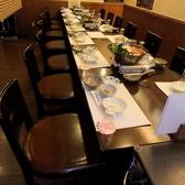 各種宴会に最適なテーブルのお席。最大40名様までご利用いただけるお席のご用意もあります。