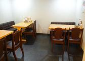お友達とのお食事やランチにも最適なテーブル席。