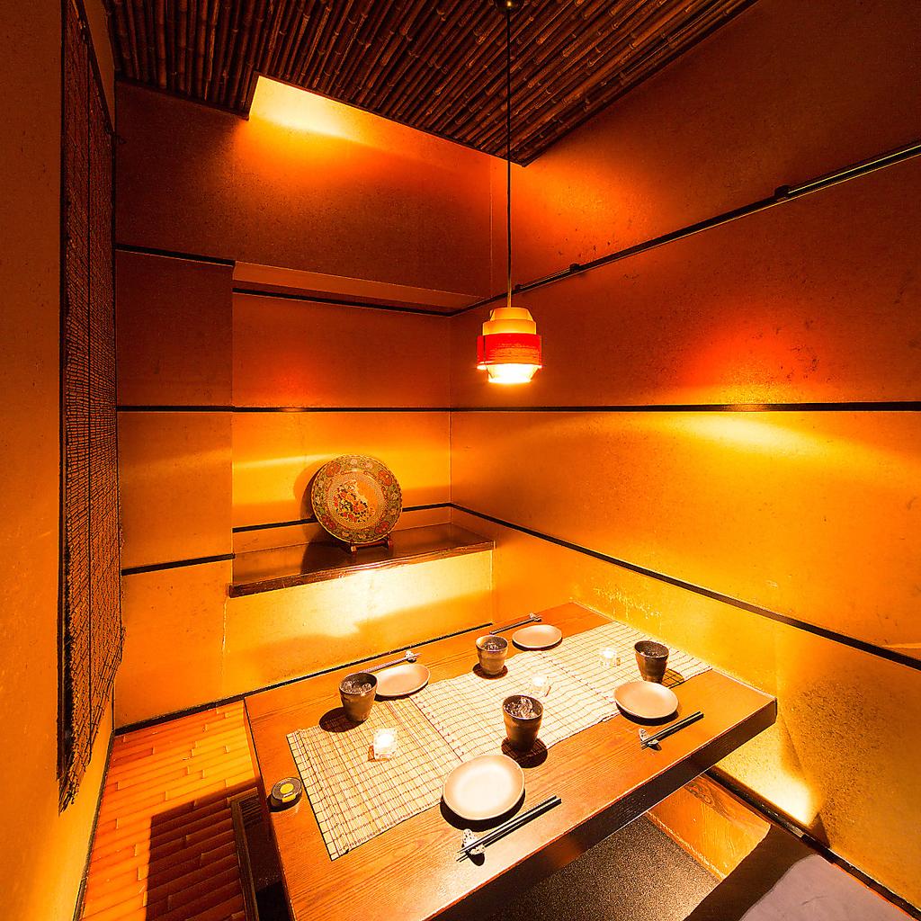 オシャレで和空間の完全個室で周りを気にせずお酒と料理をお楽しみください。