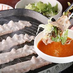 料理メニュー写真野菜をお肉で巻くギョプサル