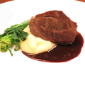 料理メニュー写真国産牛ほほ肉の赤ワイン煮込み