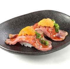 料理メニュー写真うに×ローストビーフ寿司