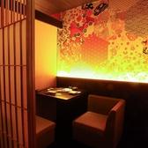 最大2名様までご利用頂ける宴会個室を完備!デートやお友達とのお食事にどうぞご利用下さいませ。その他、最大32名様までご利用頂ける宴会個室もご用意しております。お得な2時間飲み放題付き宴会コースは4000円~ご提供!横浜エリアでの宴会に♪
