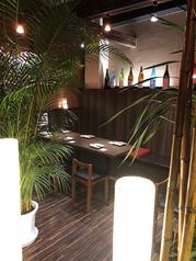 テーブル席は2名様~テーブルを繋げれば4名様、6名様…とお客様の人数に応じてご用意する事が可能です♪