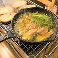 料理メニュー写真鶏せせりとアスパラガスのアヒージョ
