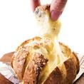 ゴルゴンゾーラのプルアパート ブレッド:580円⇒今海外で流行のちぎって食べるパン。見た目も華やかで楽しい一品。