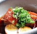 料理メニュー写真豚角煮 煮卵ニンニク
