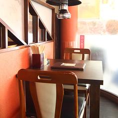 個室感満載のテーブル席♪もはやカップルシート!仕切りも高くお隣を気にすることなくお食事をお楽しみいただけます!!