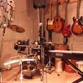 楽器・機材等の貸出可!音楽設備も充実!ライブ開催・発表会も出来ます!ミラーボールも完備。