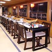 車椅子の方・ご年配の方・外国人の方に人気のテーブル席。
