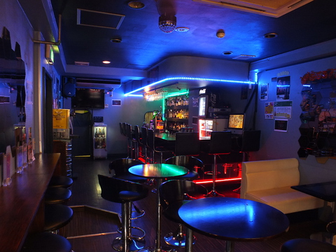 Coolな空間で音楽とお酒を楽しめる☆オリジナルカクテル「スティッカーズ」あります。