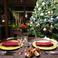 クリスマスの席のイメージ!大きなクリスマスツリーや期間限定の生演奏が特別な夜へ誘います。