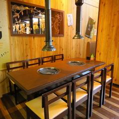 ゆったりデートやおひとり様でもOK◎テーブル席が充実した店内は、1名~4名様でご利用される方がたくさんいらっしゃいますよ!デートやひとり焼肉など、お客様の期待にお応えできるお肉を多数ご用意!