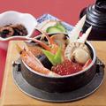料理メニュー写真五目釜めし(小鉢・汁物・お新香付)