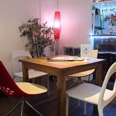 広々したテーブルで女子会やカフェ使いに♪