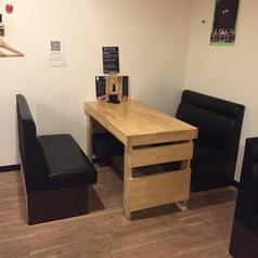 4名様のテーブル席。移動・連結可能です。
