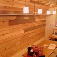 木目調の暖かい雰囲気の店内
